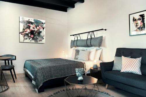 A bed or beds in a room at Rocks Republic