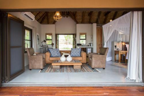 A seating area at Naledi Bushlodge