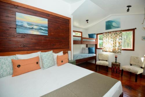 A bed or beds in a room at Kalani Hawaii Private Lodging