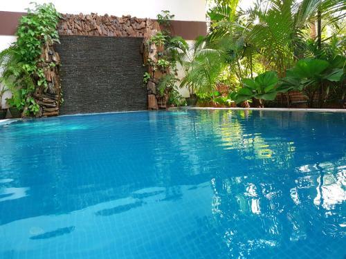 Der Swimmingpool an oder in der Nähe von Royal Bagan Hotel