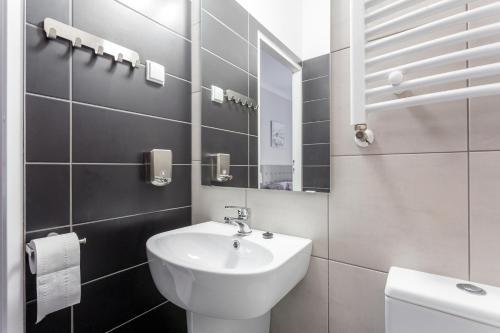 A bathroom at Babel Hostel