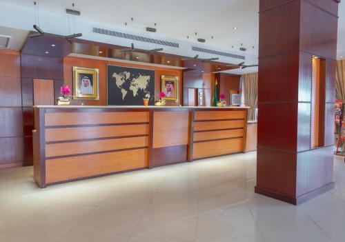 O saguão ou recepção de Praha Hotel