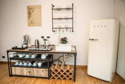 A kitchen or kitchenette at B&B Too Cute 2b Str8