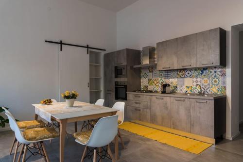 A kitchen or kitchenette at Nonna Vittoria Apartment