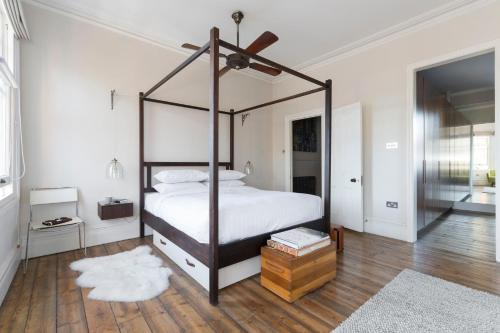 A bed or beds in a room at Ardilaun Road by Onefinestay