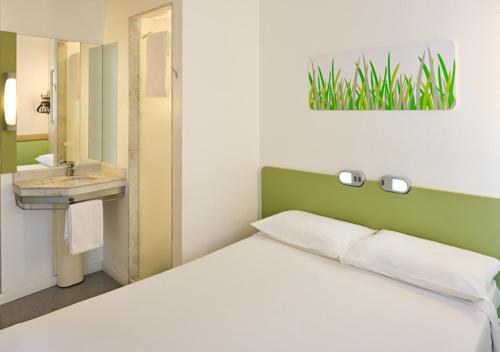 Cama ou camas em um quarto em ibis budget Sao Paulo Paulista