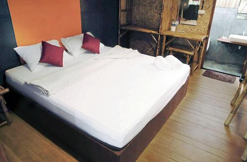 A bed or beds in a room at Little Hut