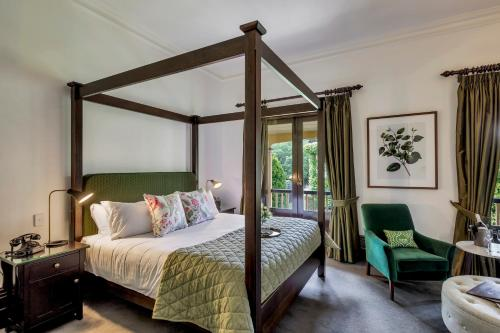 A bed or beds in a room at Mount Lofty House
