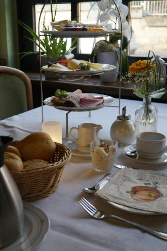 Breakfast options available to guests at Hotel Gasthof Luis