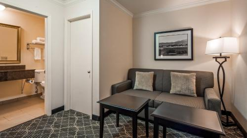 A seating area at Best Western Danville Sycamore Inn