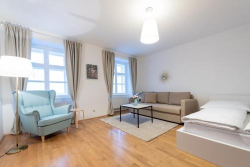 Coin salon dans l'établissement Beautiful City Apartment at famous Ballgasse (23)
