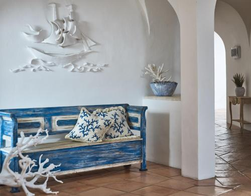 A seating area at Villa del Golfo Lifestyle Resort