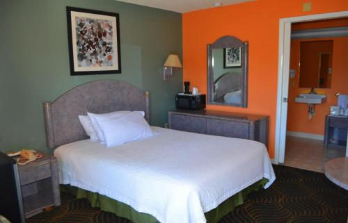A bed or beds in a room at Florence Inn and Suites
