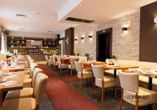 A restaurant or other place to eat at Hotel Gerhard