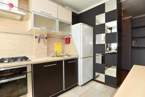 A kitchen or kitchenette at Академика Бардина, 38