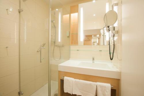 A bathroom at Quellenhotel Heiltherme Bad Waltersdorf - 2-Thermenresort