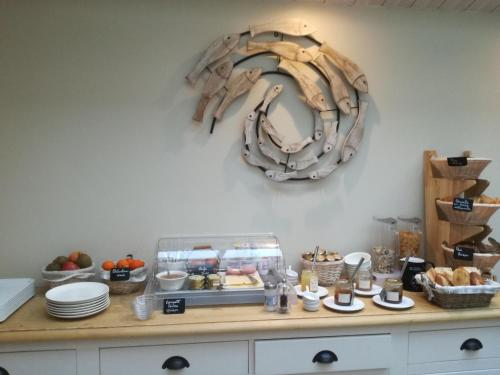 Breakfast options available to guests at L'Escale