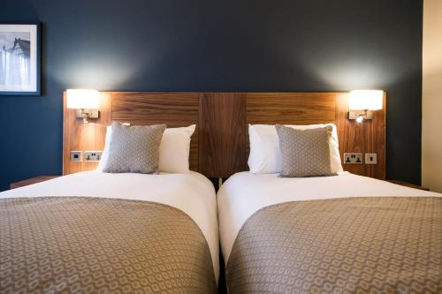 A bed or beds in a room at Innkeeper's Lodge Birmingham - West , Quinton