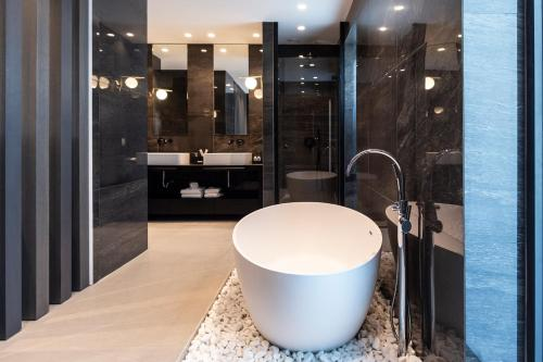 A bathroom at Lango Design Hotel & Spa, Adults Only