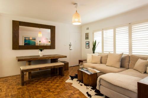 A seating area at Bondi Beachside Apartment