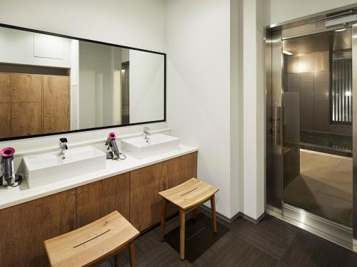 A bathroom at the square hotel GINZA