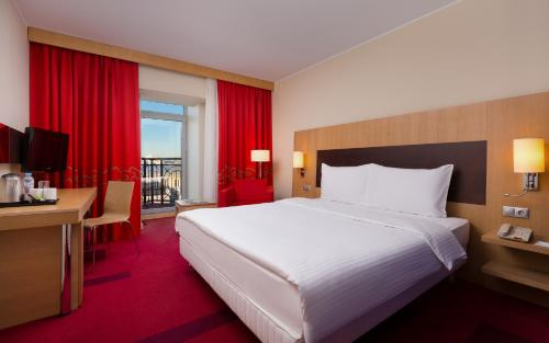 Кровать или кровати в номере Парк Инн от Рэдиссон Невский