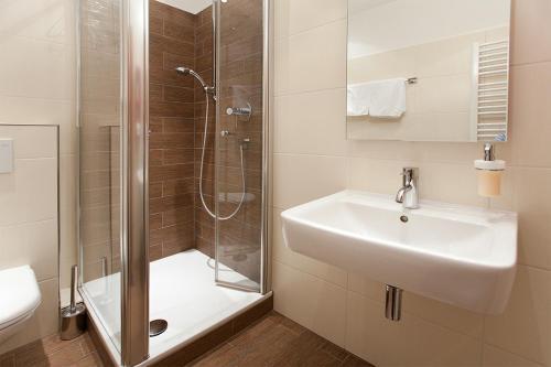 Ein Badezimmer in der Unterkunft Hotel zum Taufstein