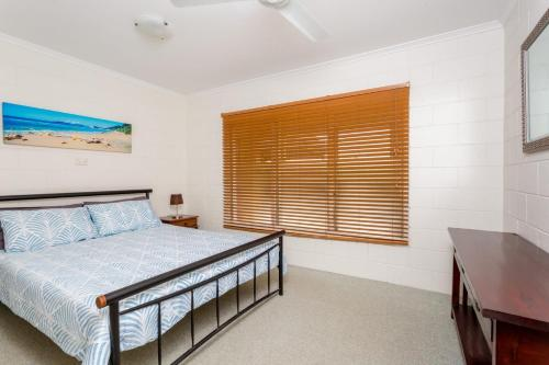 A bed or beds in a room at 14 Double Island Drive - Rainbow Beach, Large Holiday House with Pool,Pets Welcome, Free Wi-Fi