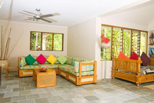 A seating area at Rocky Point Retreat
