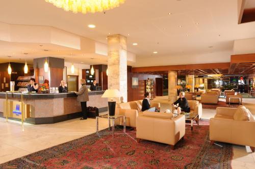 The lobby or reception area at Maritim Strandhotel Travemünde