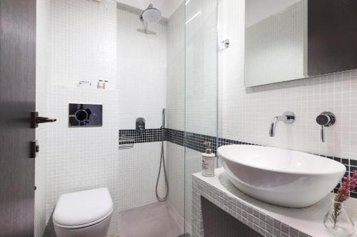 Ένα μπάνιο στο Minavra Hotel
