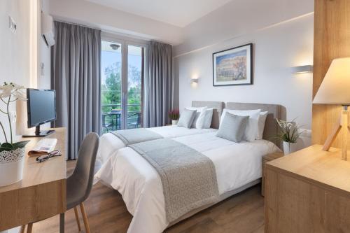 Ένα ή περισσότερα κρεβάτια σε δωμάτιο στο Minavra Hotel