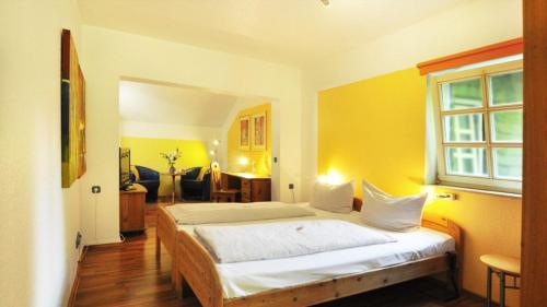 A bed or beds in a room at Hotel Nüller Hof