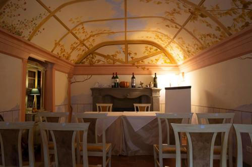 A restaurant or other place to eat at Hotel Alla Corte degli Angeli