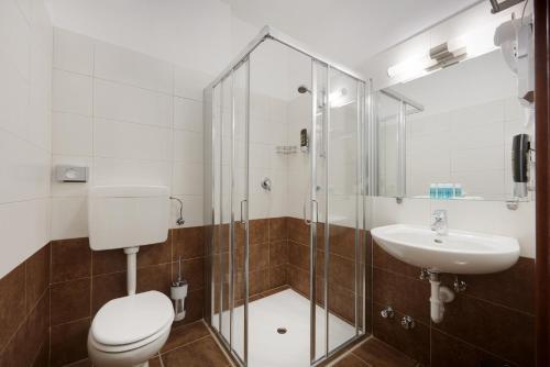 A bathroom at Hotel Asterix