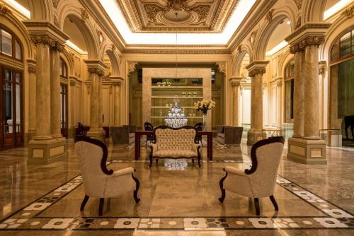 A seating area at Sofitel Montevideo Casino Carrasco & Spa