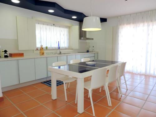 A kitchen or kitchenette at Villa Martin