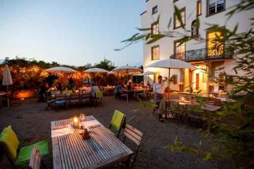 A restaurant or other place to eat at Schloss Wartegg