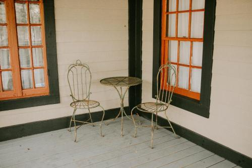 A seating area at Mouton Plantation