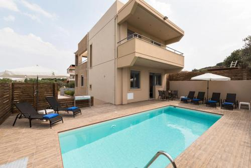 The swimming pool at or near Villa Pandesia