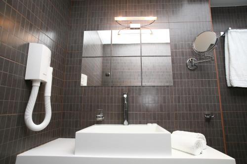 A bathroom at Bourtzi Hotel