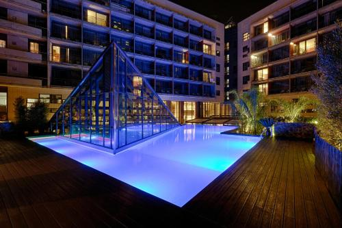 The swimming pool at or close to Pullman Barcelona Skipper
