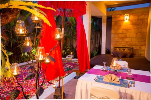 A restaurant or other place to eat at Aria Exclusive Villas & Spa