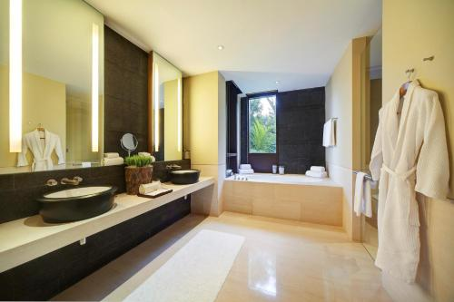 Ein Badezimmer in der Unterkunft Capella Singapore (SG Clean)