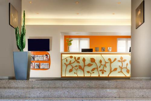 The lobby or reception area at UNAHOTELS Mediterraneo Milano