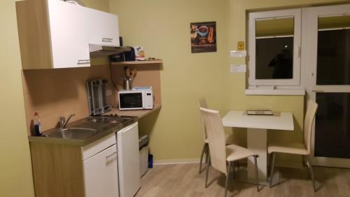 A kitchen or kitchenette at Pension Dreger