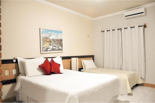 A bed or beds in a room at Fazenda Hotel Pedra dos Ventos