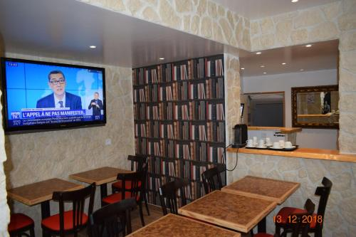 A television and/or entertainment center at Hostel Lyonnais