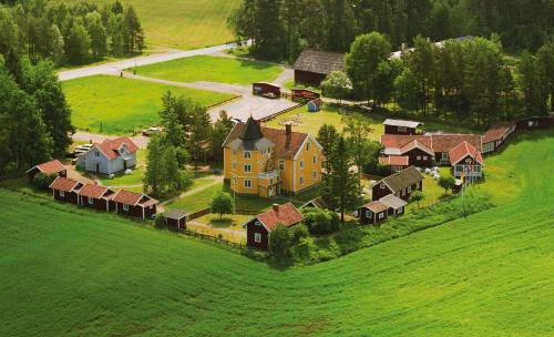 Ett flygfoto av Smålandsbyn i Vimmerby