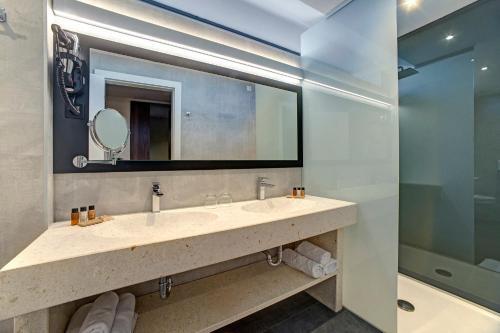 A bathroom at Hotel Scala d'Oro